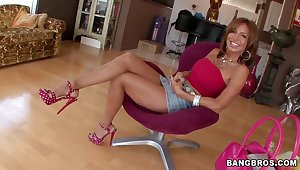 MILF Tara Holiday does shed weight posing before sucking on dick