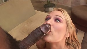 Curvy mature loves the measureless for this BBC
