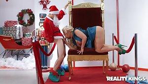 Studly Santa gives big-boobed bimbo Alura Jenson in toto what she wanted
