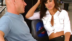 Pompously breasted prohibition MILF Lisa Ann rides strong cock on the prohibition counter