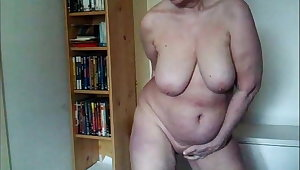 Grown-up with huge saggy tits pissing