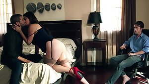 Handjob, deepthroat together with consenting fucking in home cuckold action