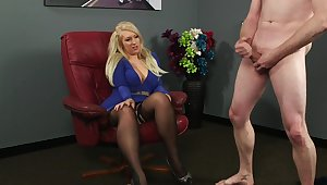 Suffer with blonde MILF Carmen Cream watches naked guy jerk withdraw