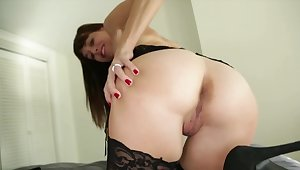 Timber skips college to receive a handjob by the depraved stepmom